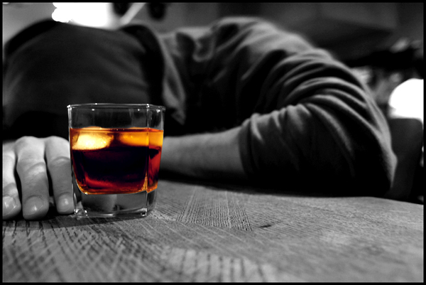 El consumo de alcohol es una decisión personal, enfermarse de alcoholismo, no