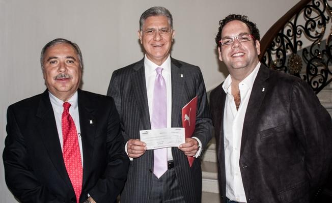 Club Pumas y PUMA de México entregan donativo por más de 800 mil pesos a FUNAM