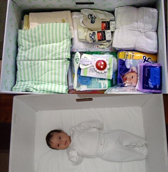 Increíble: bebés fineses duermen en cajas de cartón