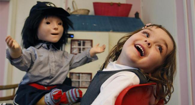 Robots sociales ayudan a niños autistas