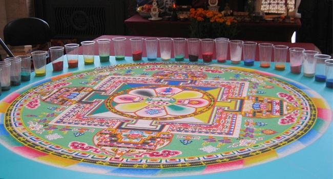 Mandalas tibetanos hechos con arena en el Palacio de la Autonomía dentro de SuSede en el Centro