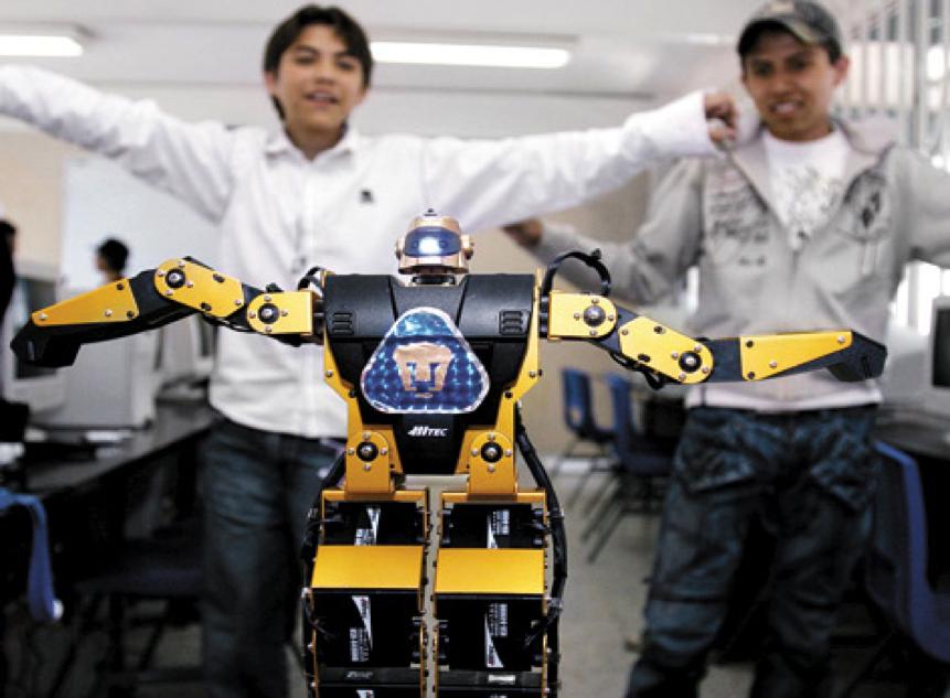 Estudiantes de la UNAM arrasan en el Torneo de Robótica 2014